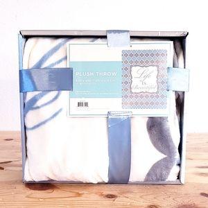 Plush Throw Blanket NEW LIFE IS BEAUTIFUL 50x60